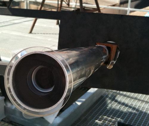 Telescopio con cámara para monitorear la precisión del seguimiento